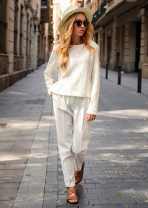 all-white-look-street-style-flat-sandals