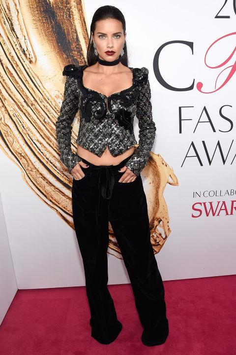 Adriana Lima veste Marc Jacobs