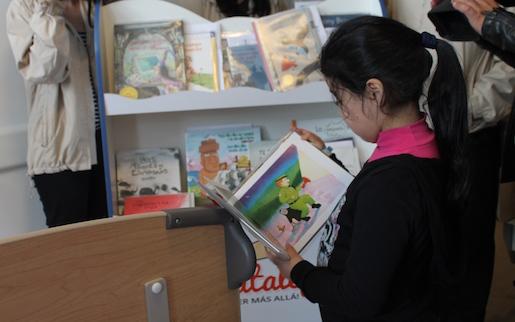 Niños y niñas del Hospital de Talca suman  los libros a su terapia de recuperación