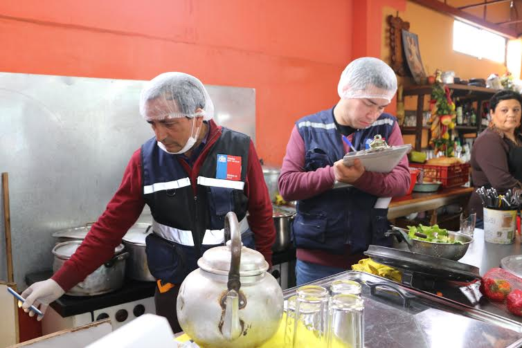 Tres sumarios a cocinerías en mercado particular de San Javier