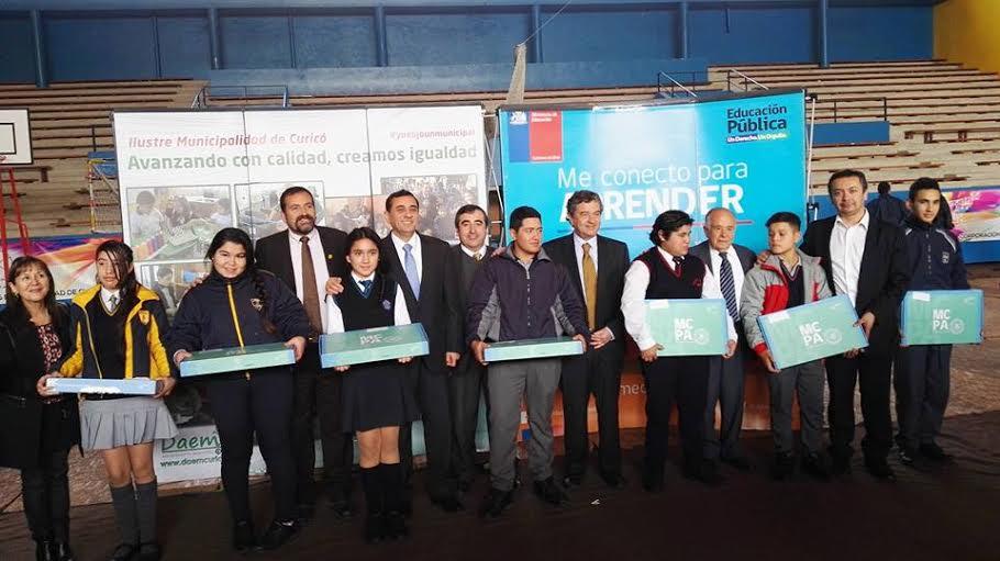 Cerca de 3.000 estudiantes de la Provincia de Curicó recibirán computadores portátiles