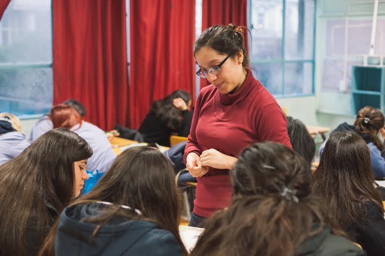 Mineduc ofrece cursos de formación a distancia gratuitos para educadoras y docentes