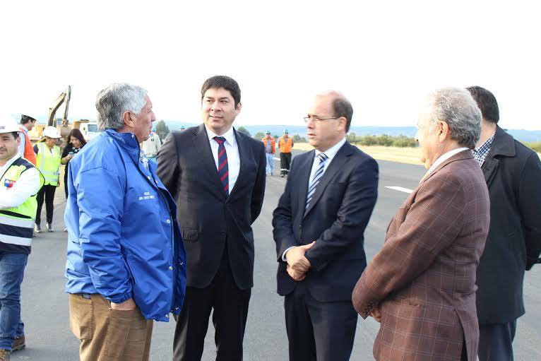Autoridades inspeccionan trabajos de Aeródromo El Boldo de Cauquenes