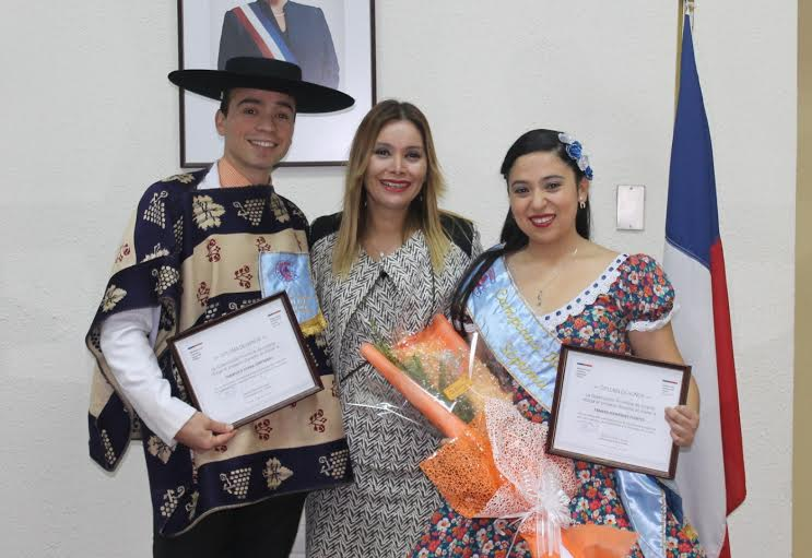 Gobernadora recibe a campeones regionales de cueca adulta