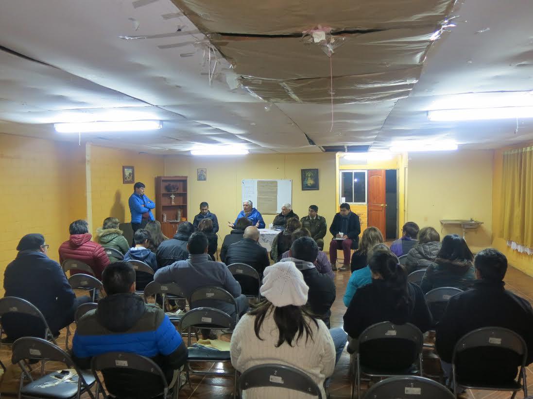 Vecinos de los Robles solicitan cancha de pasto sintético a alcalde de Cauquenes