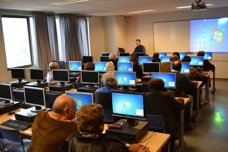 Universidad Autónoma de Chile, imparte curso de Computación Básica para la Tercera Edad