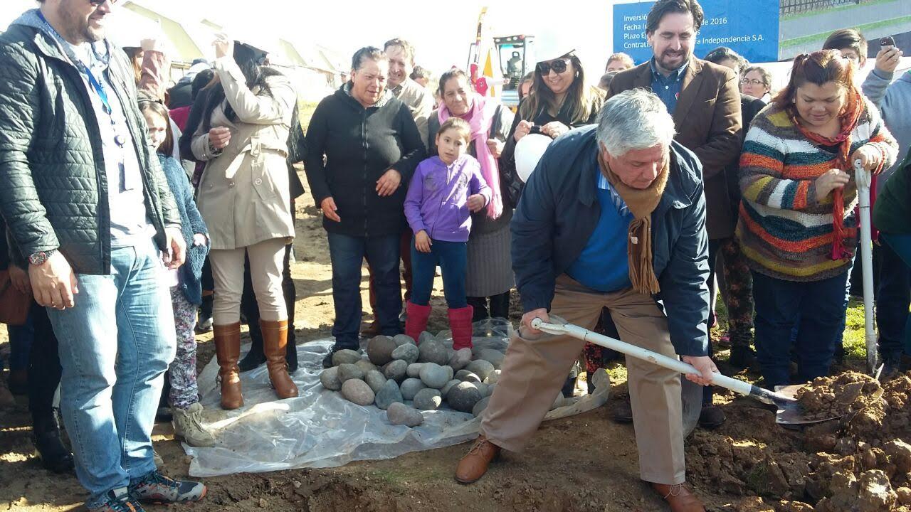 En Cauquenes ponen primera piedra para construcción de nueva villa