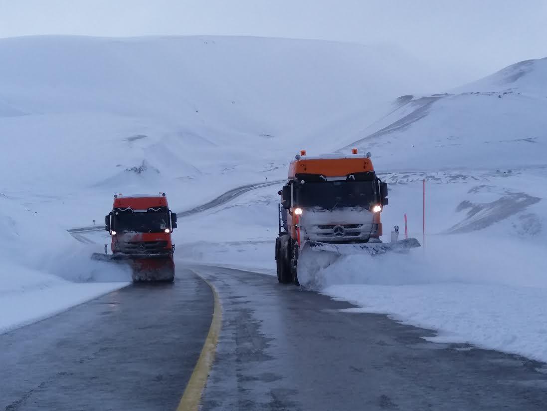 Realizan despeje de nieve para mantener habilitado el Paso Pehuenche