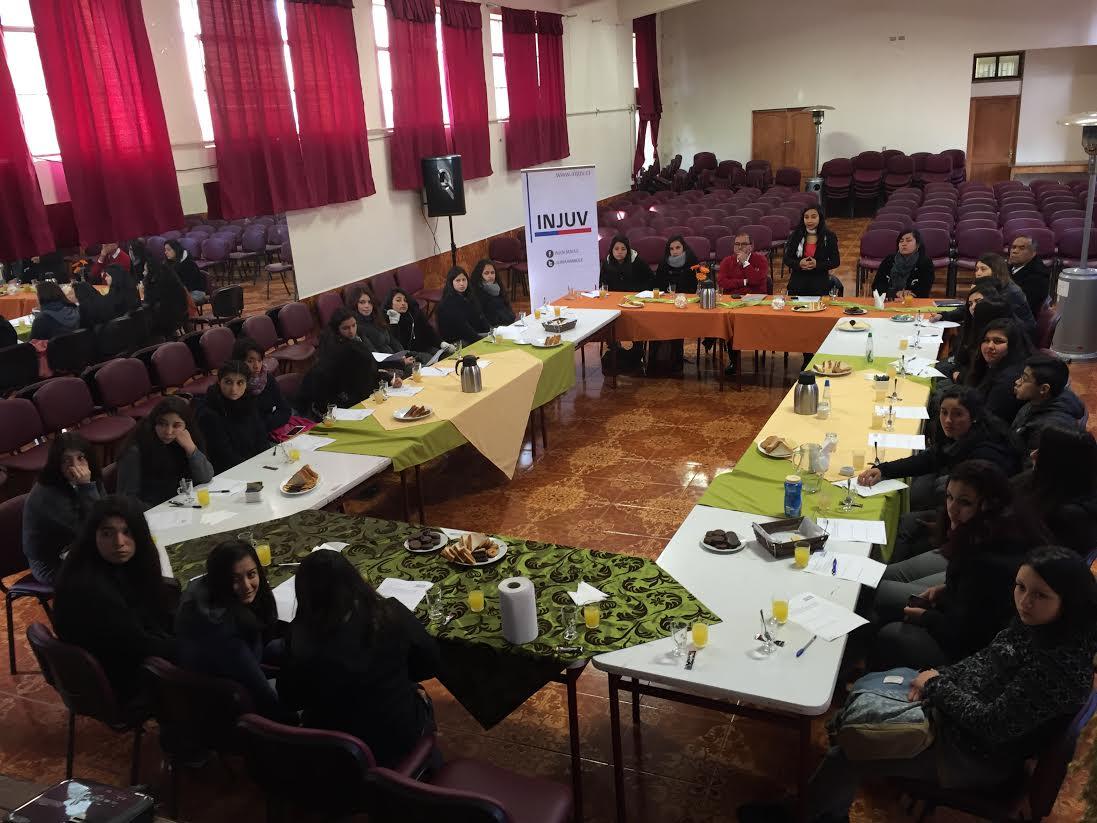 INJUV Maule informó a jóvenes sobre sus derechos laborales individuales y colectivos en Desayuno Público