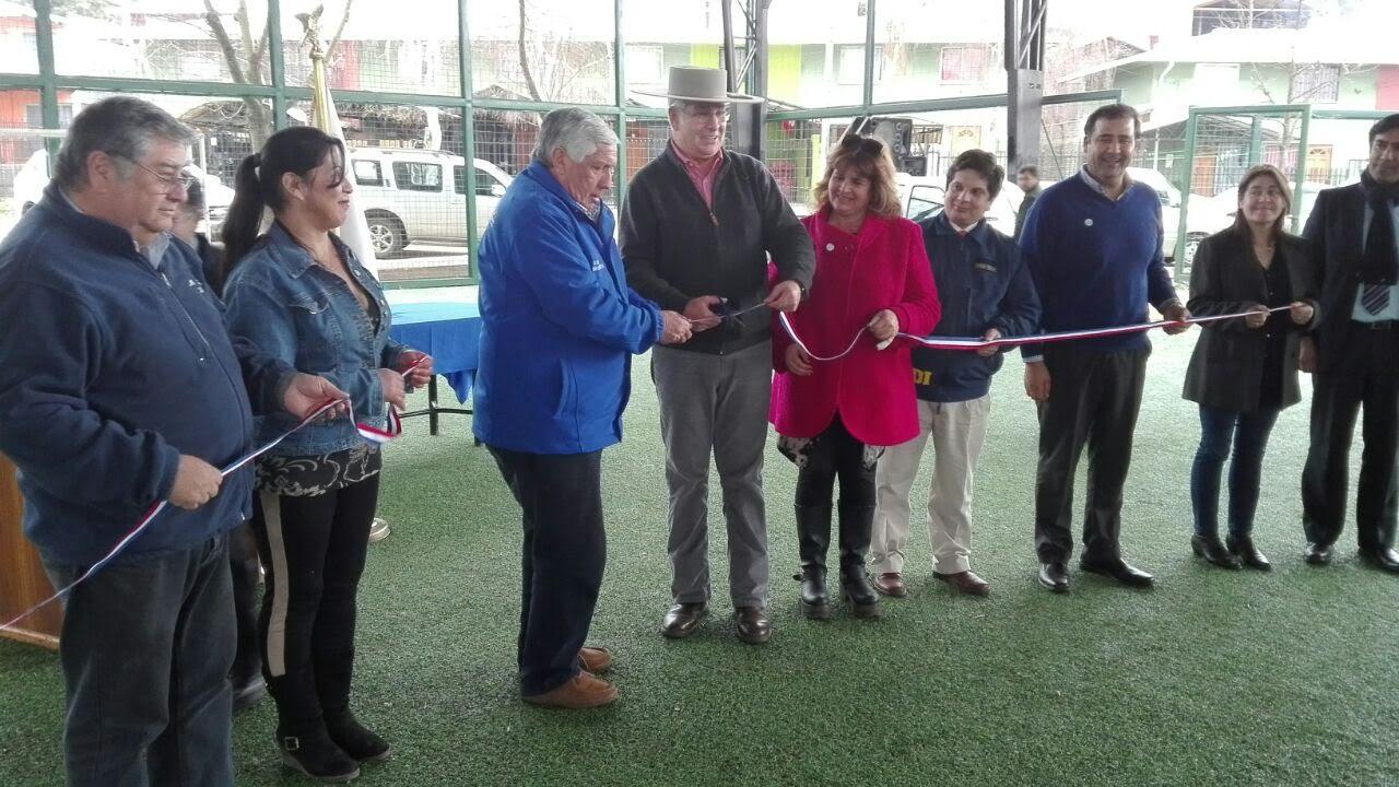 En Cauquenes inauguran canchas de pasto sintético en villa Esperanza