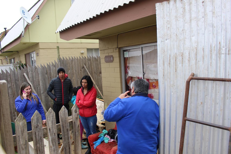 Municipalidad de Cauquenes acude en ayuda de familia víctima de incendio en Los Libertadores