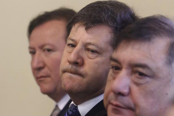 Decretan arraigo nacional para Juan Castro, Juan Carlos Díaz y Juan Valdebenito