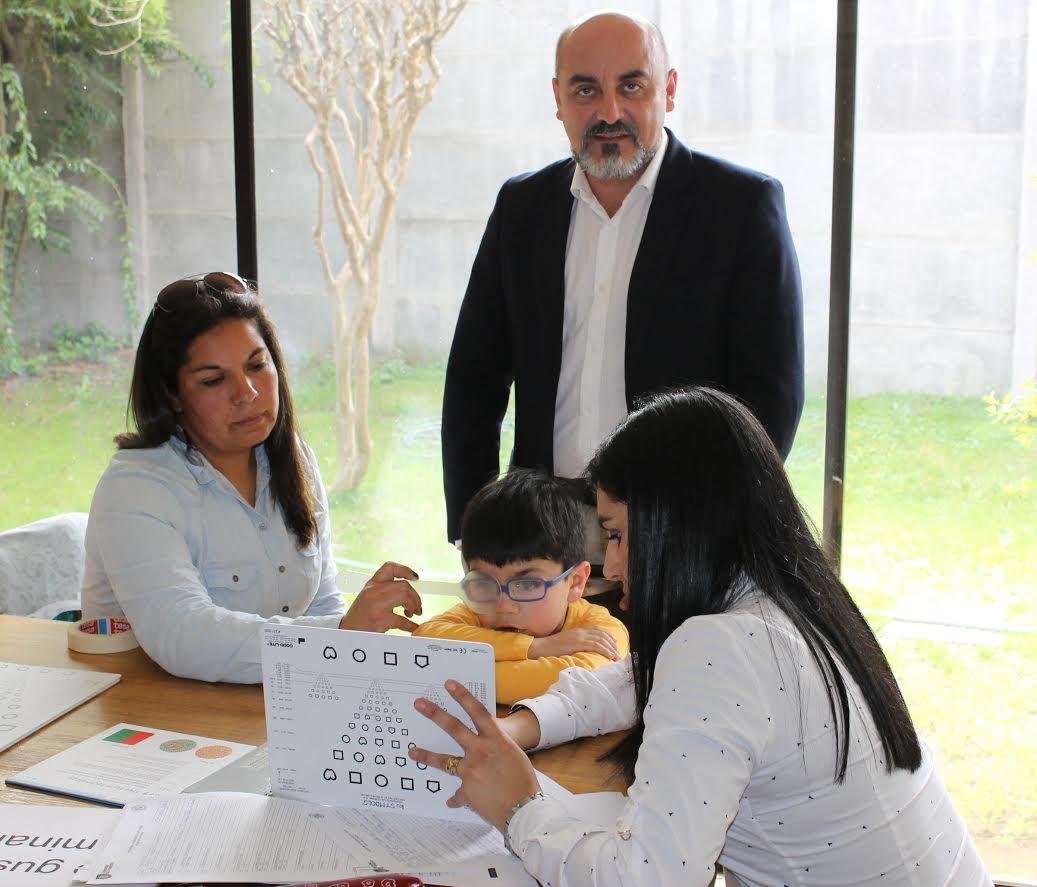 Junaeb realizó atención profesional a estudiantes con baja visión