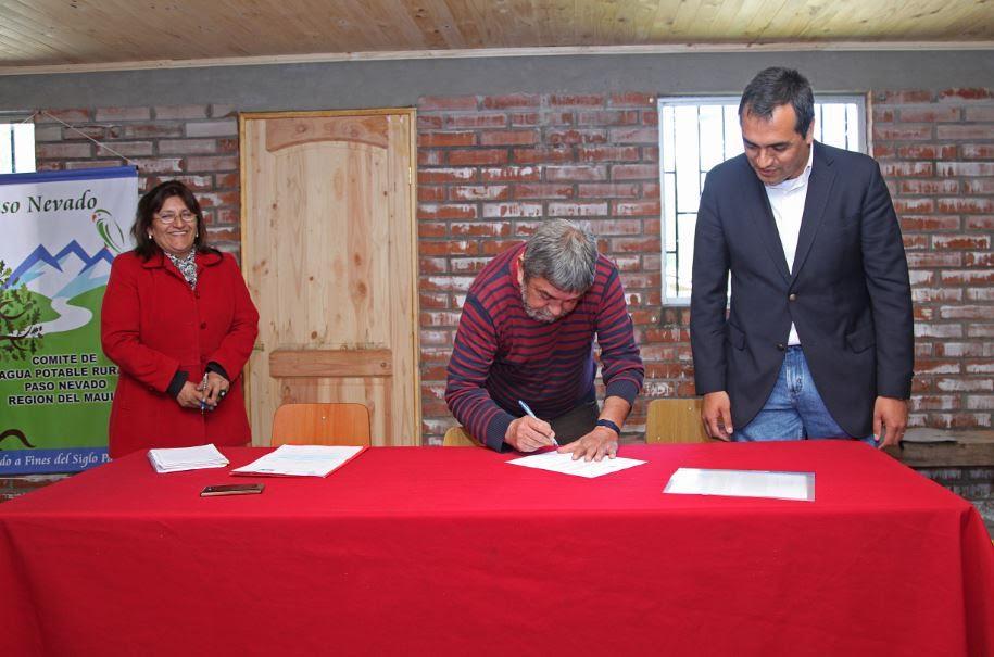 Colbún S.A. y Comité APD de Paso Nevado firman acuerdo para mejorar sistema de agua potable