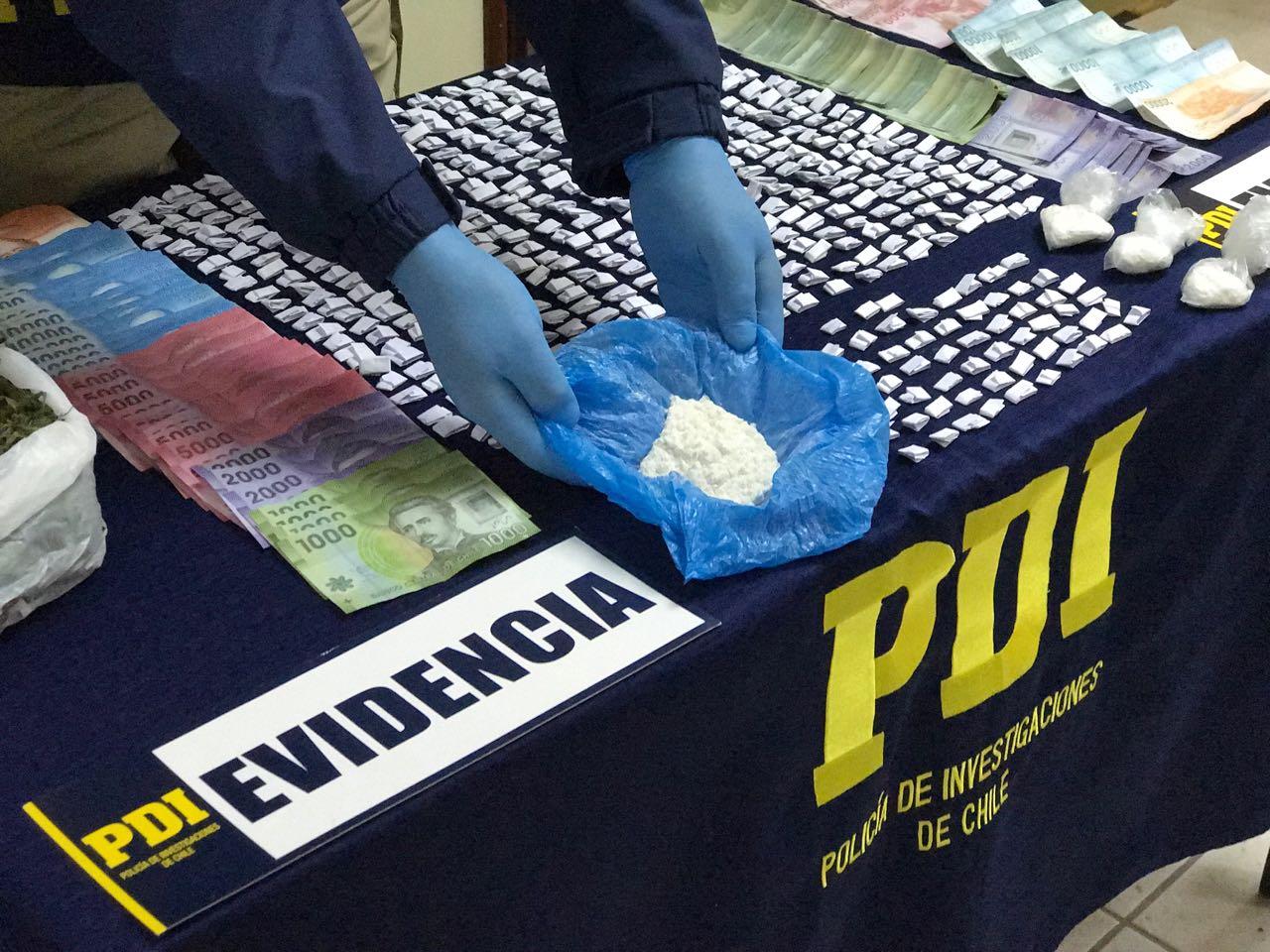 PDI Linares saca de circulación 1.700 dosis de droga y detiene a mujer de 41 años