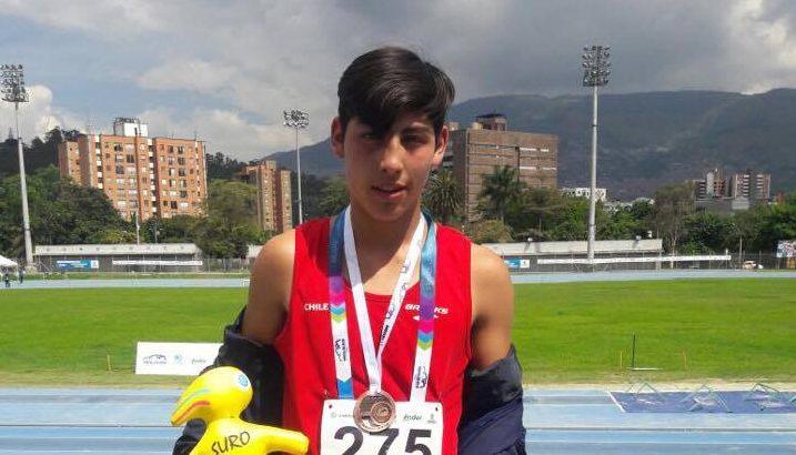 """Joven cauquenino retorna a Chile con medalla de bronce y es la alegría de """"Juan Pablo II"""" residencia colaboradora del Sename"""