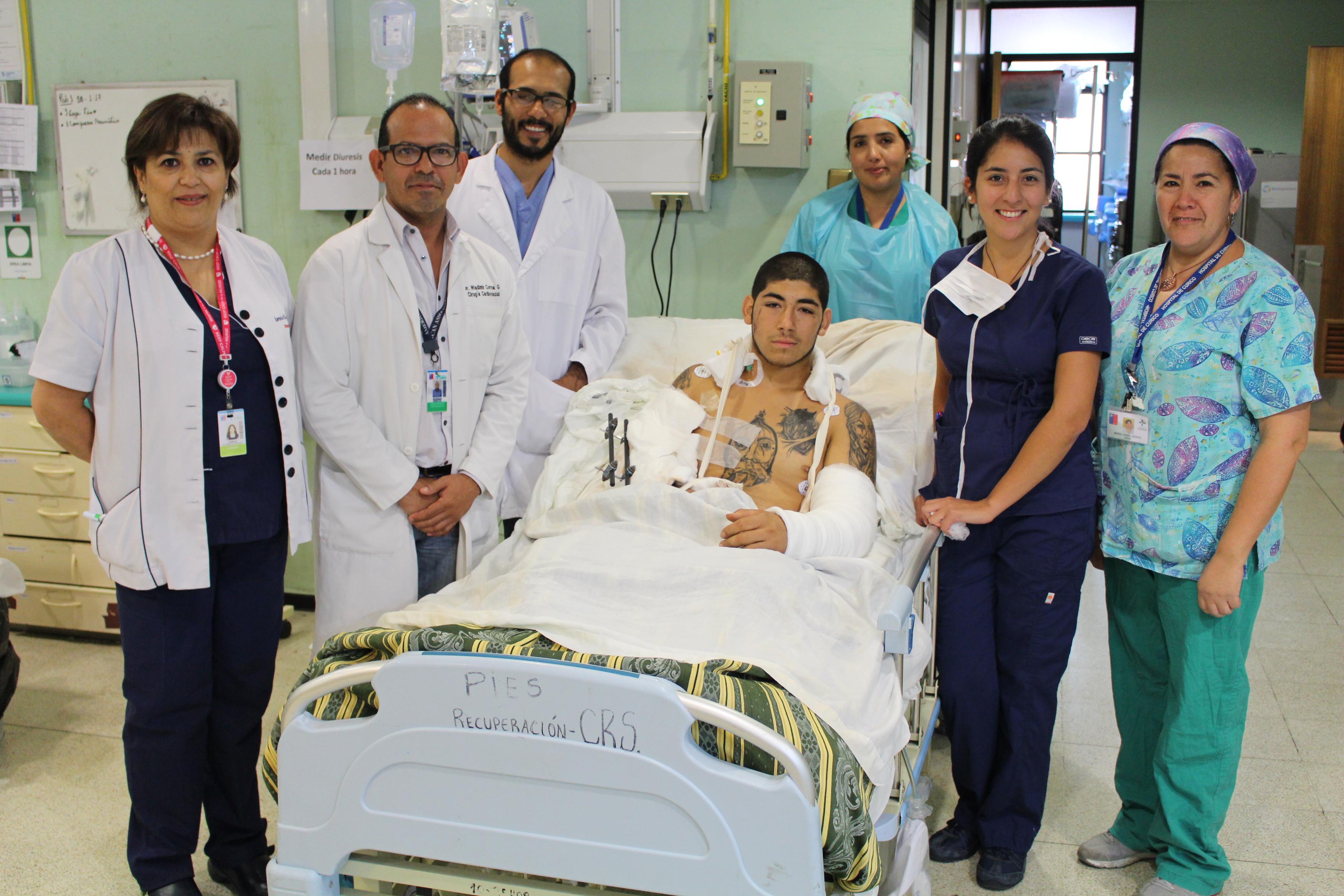 """Menor electrocutado salvó su brazo gracias a """"operación de salvataje"""" en Hospital de Curicó"""