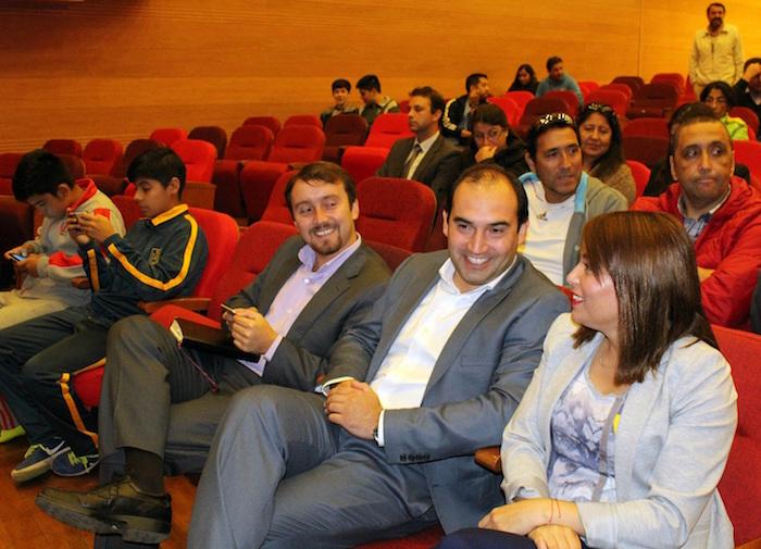 Lanzamiento Juegos Escolares 2017 en Teatro Municipal de Linares