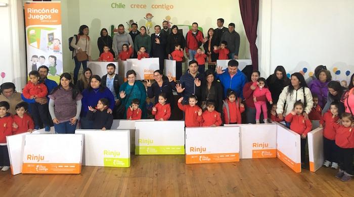 Gobierno hace entrega del Rincón de Juegos a mil 200 niños en la provincia de Curicó