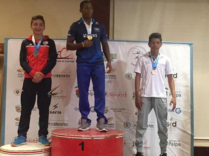 Canoístas maulinos vuelven con medallas desde Colombia