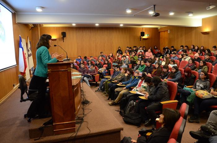 Alumnos de primer año reciben apoyo para mejorar rendimiento académico