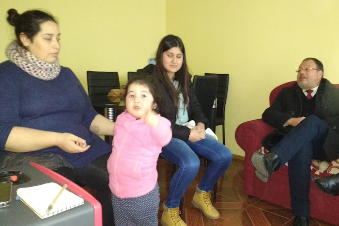 Gobernación de Talca gestionará pensión de gracia para familia de trillizos de Pencahue