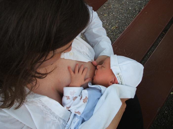 Amamantar no sólo es beneficioso para el recién nacido, sino también para la madre