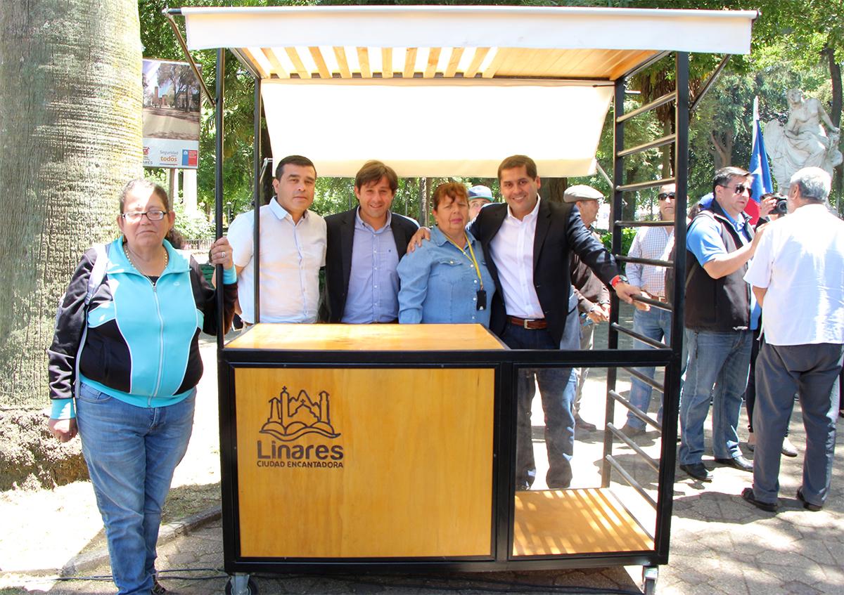 Municipio de Linares entrega carros modulares a comerciantes