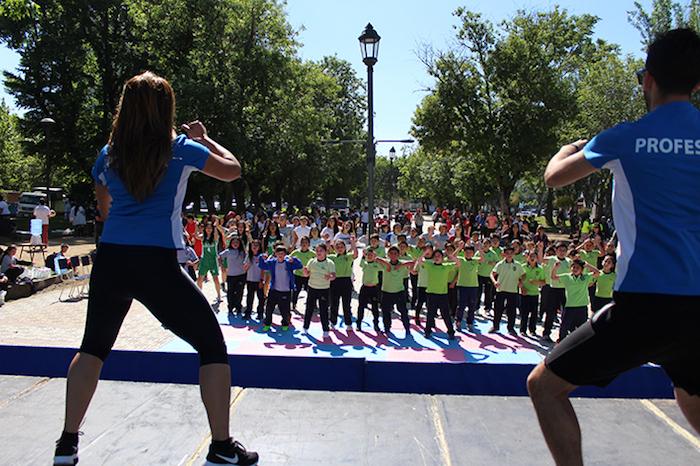 500 alumnos de establecimientos municipales participan en muestra de talleres deportivos en la Alameda