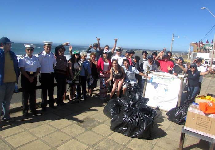 En Pelluhue decenas de personas participaron de la primera jornada de limpieza de playas