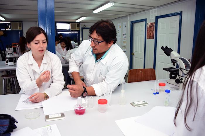 Profesores y escolares profundizan sus conocimientos en ciencias