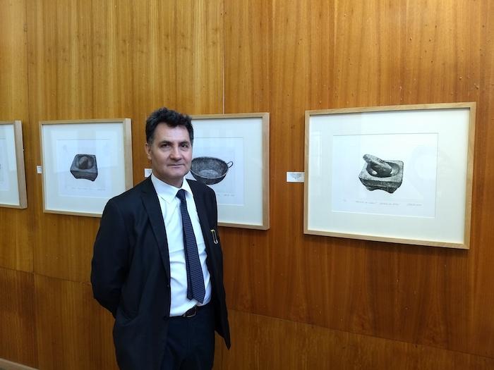 Exposición de grabados rescata objetos de la cocina tradicional chilena
