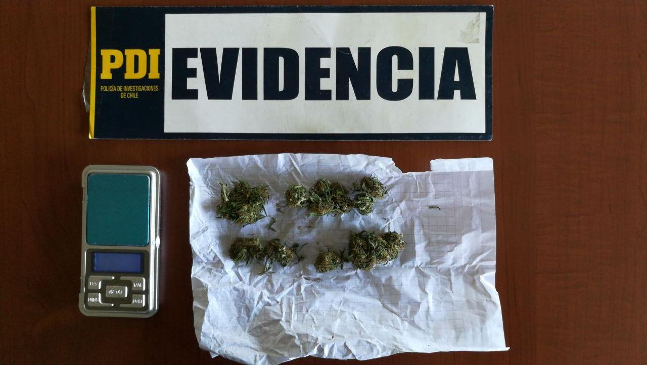 Detectives de la PDI de San Javier detuvieron a un menor de 17 por microtráfico al interior de un colegio