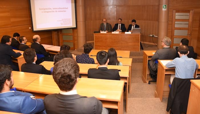 Jurista español abordó soluciones aplicadas a problemas de inmigración