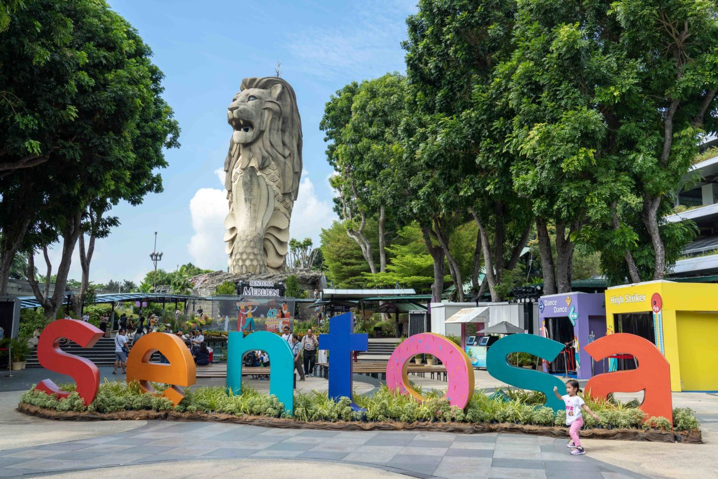 Saying Good-Bye to the Sentosa Merlion