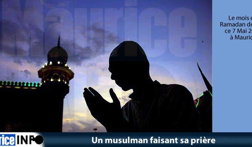 Un musulman faisant sa prière