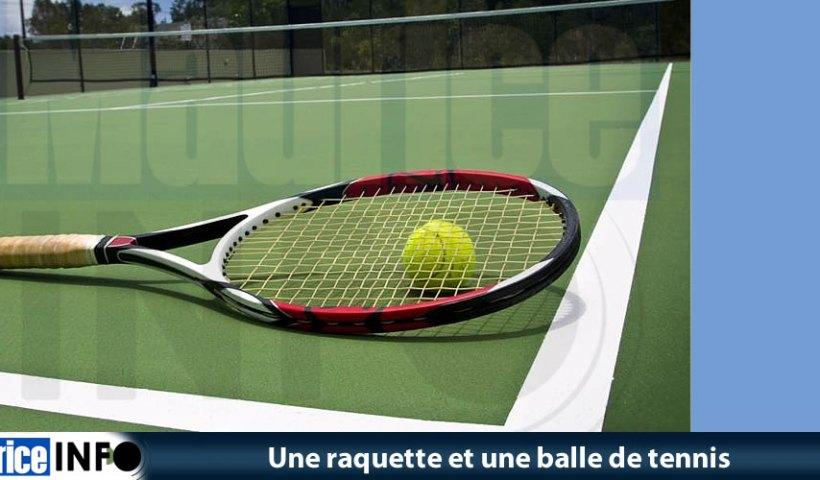 Une raquette et une balle de tennis