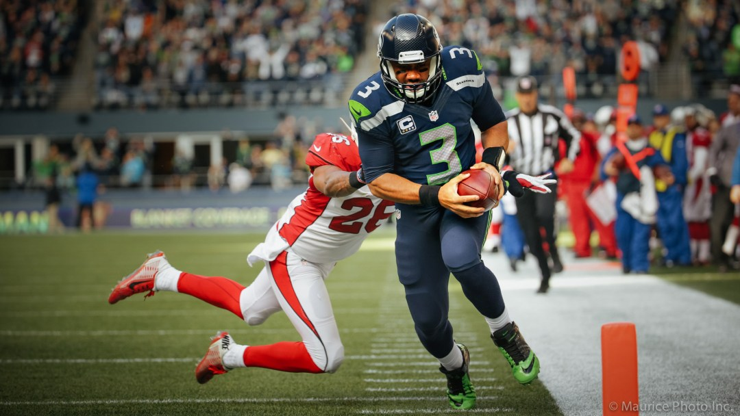 Russell Wilson scores a TD