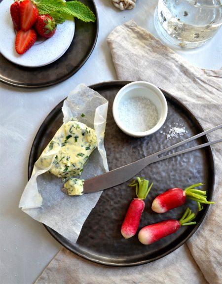 Beurre parfumé ciboulette et sel à la truffe