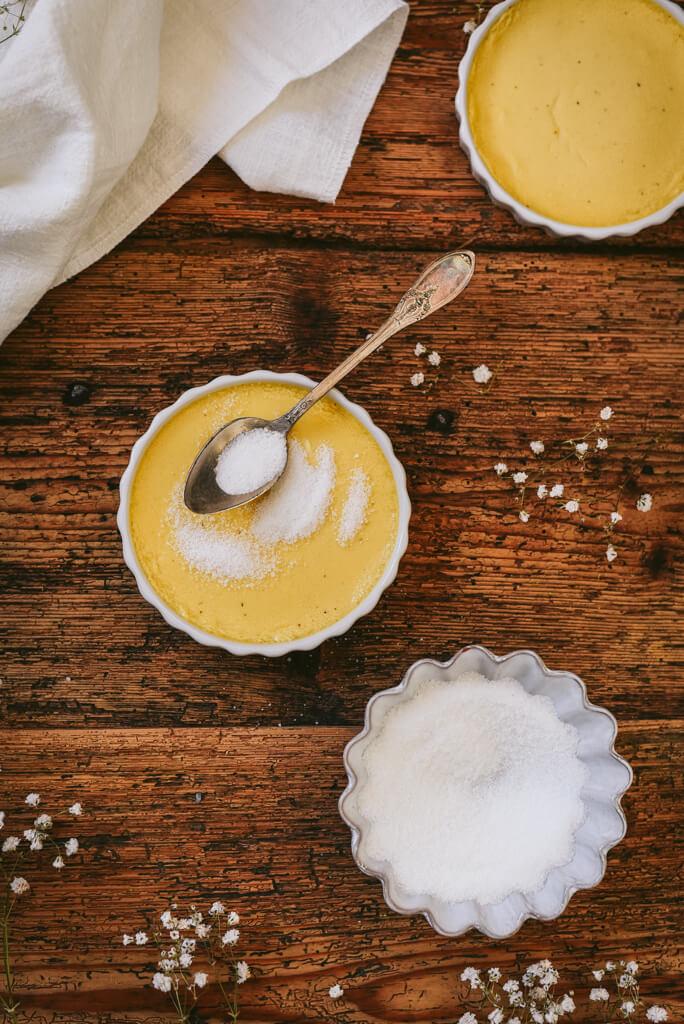 Crème brûlée et sucre blanc