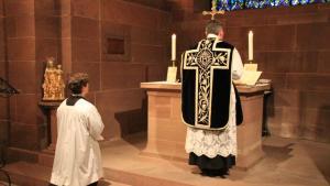 Francia: Cattolici ringiovaniti.  In rito antico.