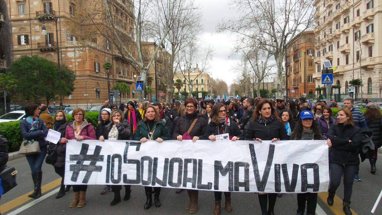 CORTEO DI PROTESTA OPERATORI CALLA CENTER ALMAVIVA.