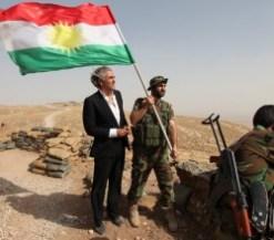 BHL curdo. con camicia stirata.