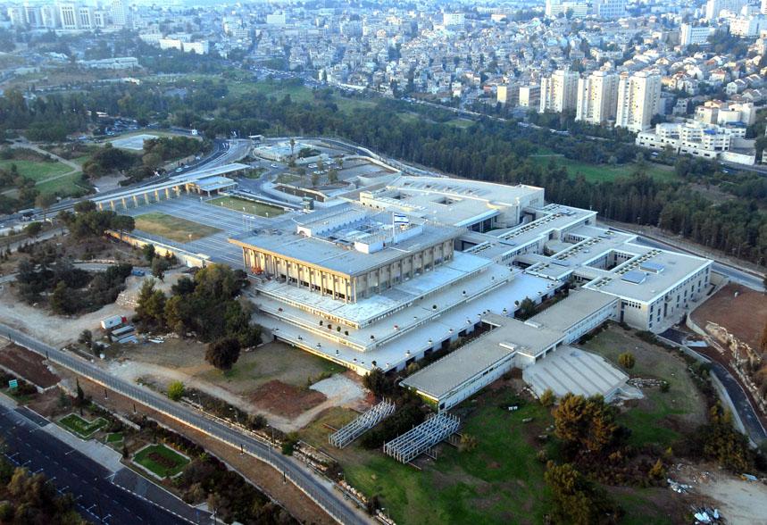 Il vasto edificio Knesset, dono di Rotschild.