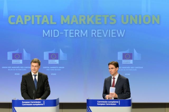 Valdis Dombrovskis, a sinistra, e Jyrki Katainen: tutti a servizio del capitale.