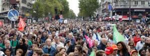 """Parigi, contro la legge per la """"Paternità Medicalmente Assistita"""" alle coppie di lesbiche"""