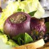 Cebola assada e recheada com patê de figado e torrada Aguzzo Caffe e Cocina Chef Alexandre Romano