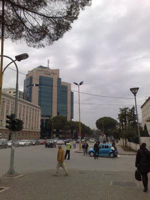 La via principale di Tirana
