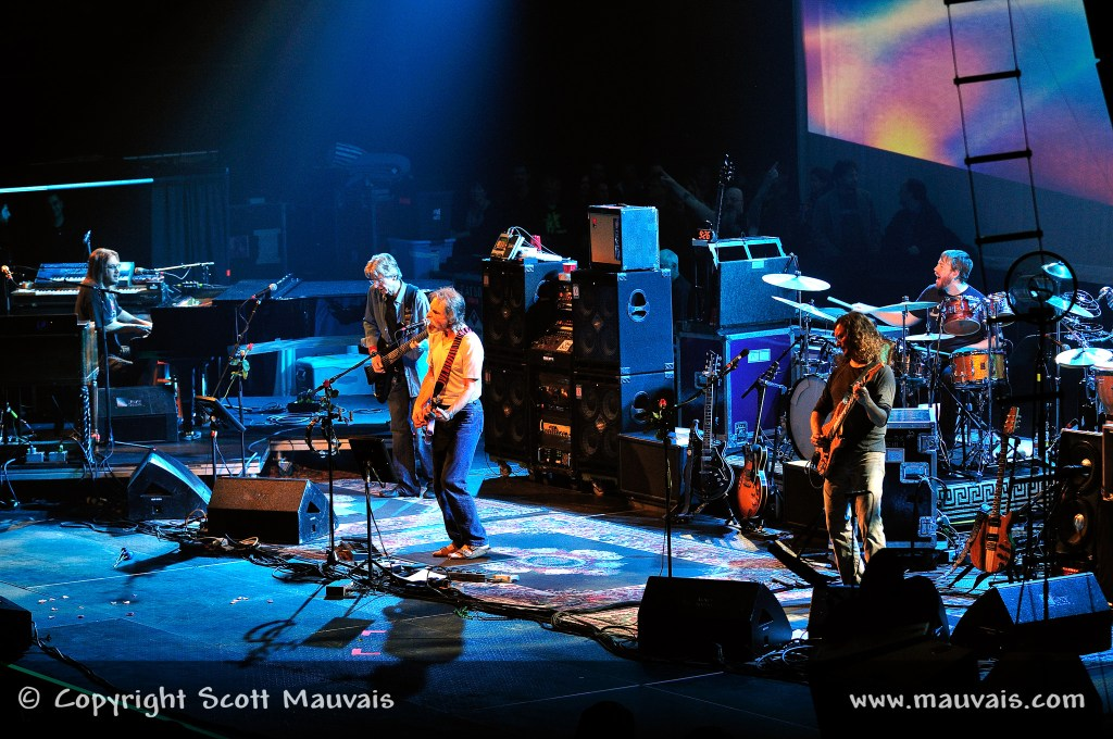 """Furthur playing """"Truckin'"""" on New Year's Eve 2009"""