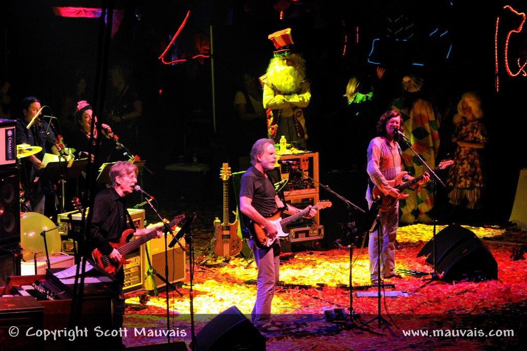 """Furthur perform """"We Love You"""" on New Year's Eve 2010 with Bill Walton as Father time"""